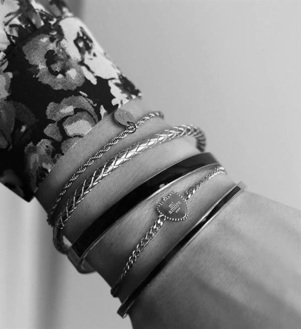 my-jewellery-armbanden-zwarte-bangle-breed-zilver