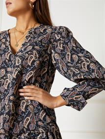 Refined department Tops R21099573 yuna
